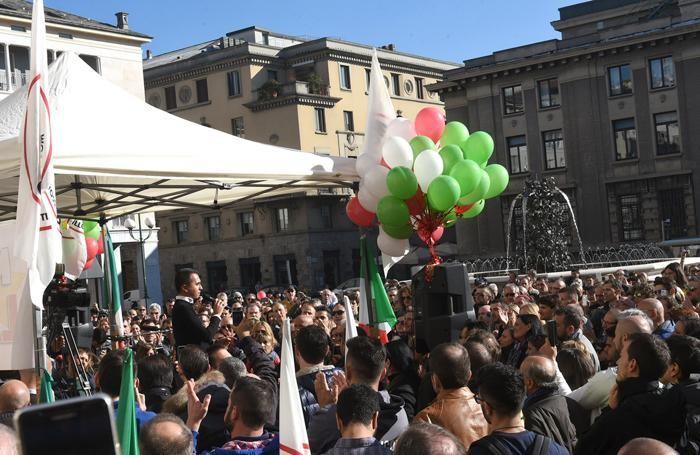 Il comizio in piazza della Libertà