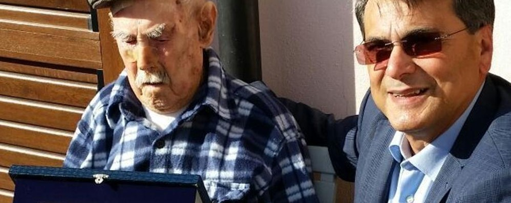 È l'uomo più vecchio d'Italia Tziu Mundicu ha spento 111 candeline