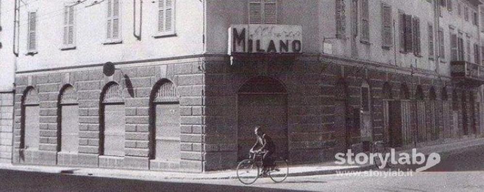 La bici e l'Albergo Milano Istantanea dalla città sparita