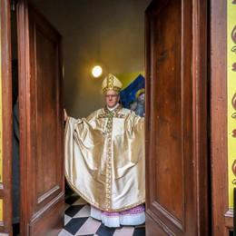 Termina il Giubileo della misericordia Il vescovo chiude la Porta Santa - Video