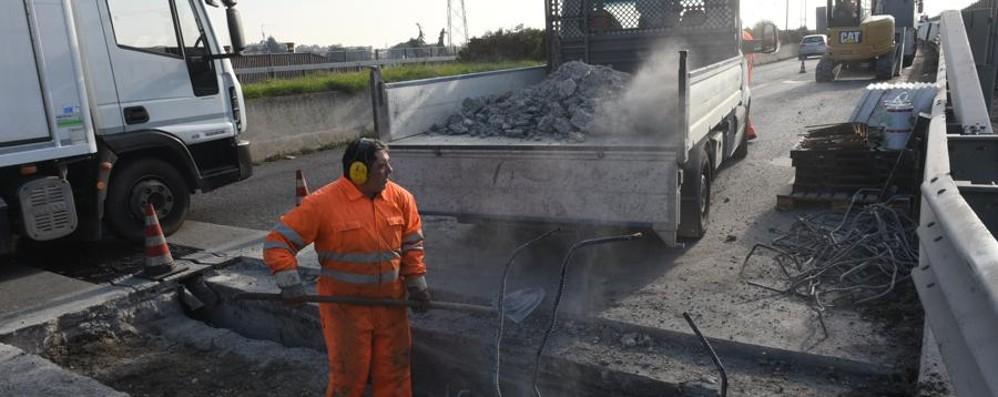 Cavalcavia  Curnasco, avanti col cantiere Ancora disagi, «lavori oltre le 48 ore»