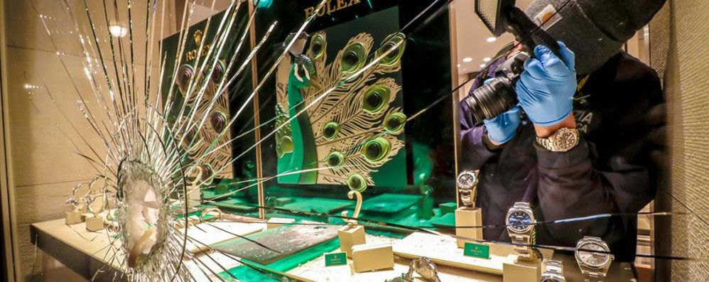 Ladri in azione in centro a Bergamo Ancora un colpo alla gioielleria Curnis