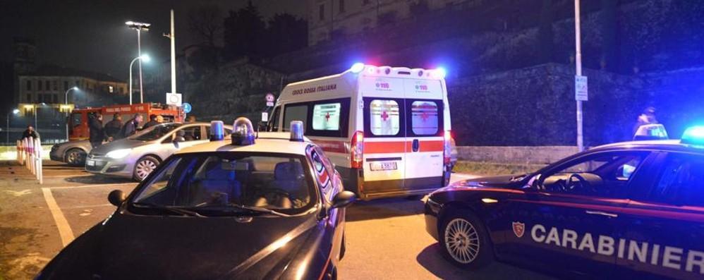 Autobus sfonda vetrina di un bar Sei feriti, uno ricoverato a Bergamo