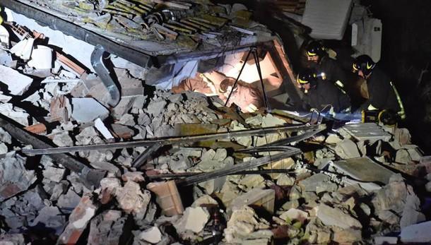 Crollo villetta: donna trovata morta