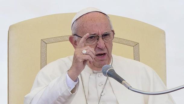 Papa: in Chiesa anche chi fallisce nozze