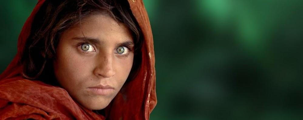 La ragazza dagli occhi verdi rimane in un carcere pakistano