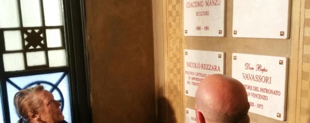 Manzù è tra i grandi di Bergamo Scoperta la lapide al Famedio - Video