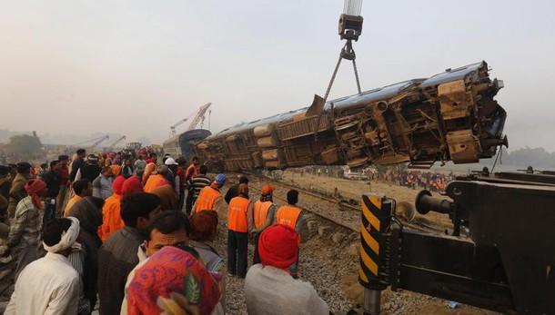India: almeno 147 morti incidente treno