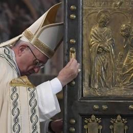 Lettera del Papa: «La misericordia non è parentesi nella vita della Chiesa»