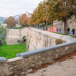 Sgarbi stronca i lavori alle Mura I parapetti nell'#italiasfregiata