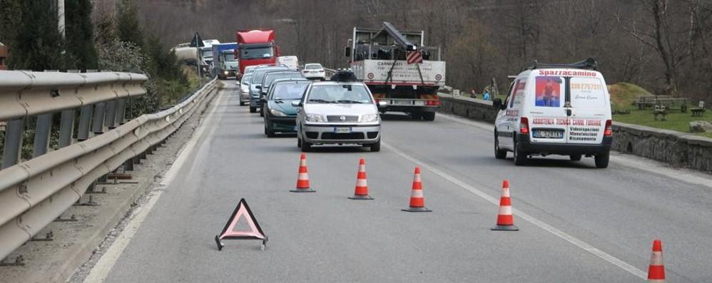 Cade dalla moto a Ponte Nossa Ricoverato 76enne di Vertova, è grave