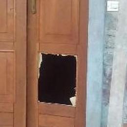 Ladri (e vandali) in azione nelle baite  Nel mirino anche famiglie bergamasche
