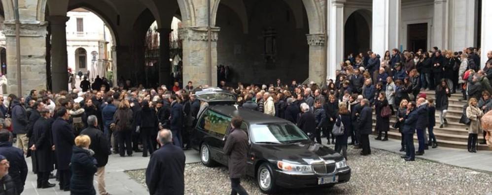 Folla in Duomo per Pinuccia Fracassetti Una vita dedicata all'insegnamento