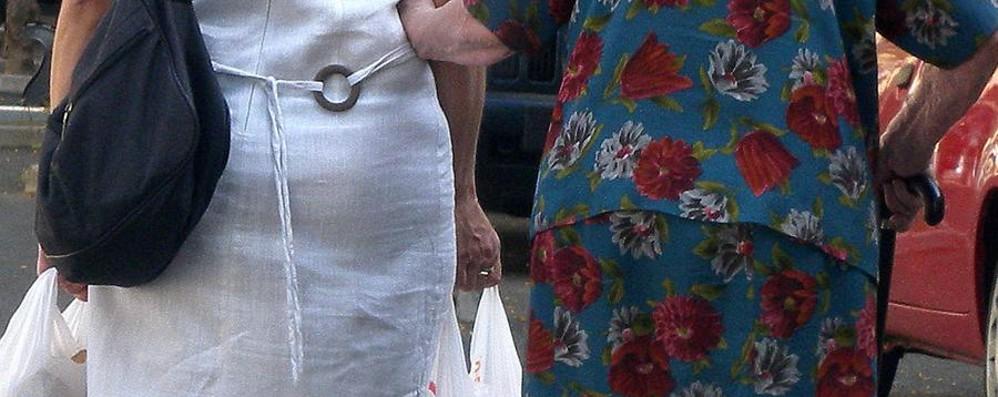Maltratta un'anziana, badante arrestata Bassa, ancora raffica di arresti e denunce