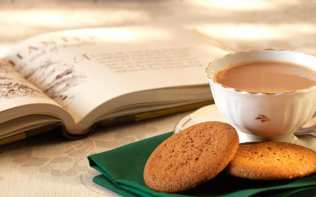 TEA TIME - UN  TÈ IN BIBLIOTECA