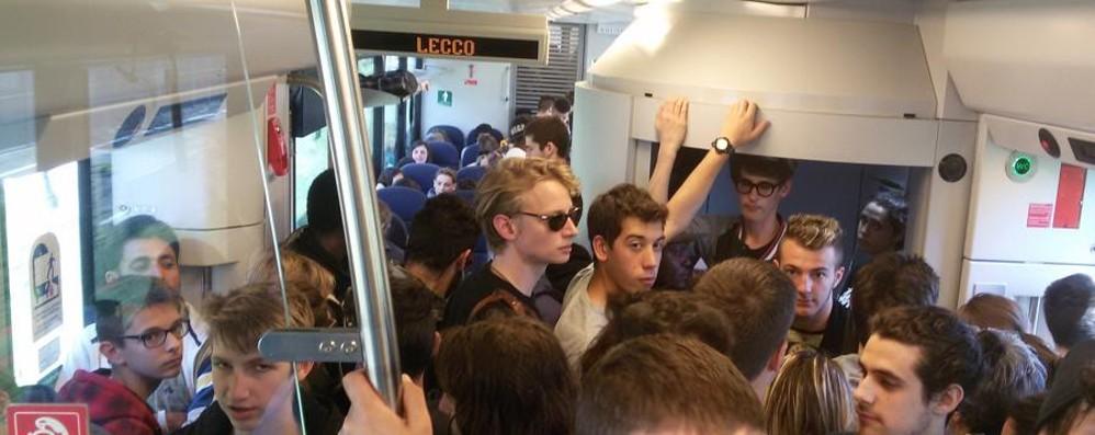 Treni affollati anche sulla Lecco-Bergamo «Censimento per la conta passeggeri»