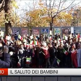Bergamo, il saluto dei bambini delle elementari a Mattarella