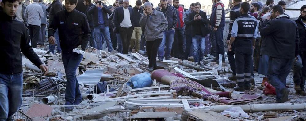 Esplosione in Turchia, trenta feriti Bloccati gli accessi ai Social media