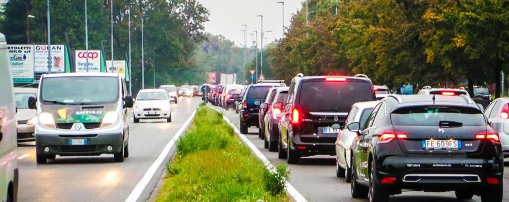 Volete evitare traffico e incidenti? Lunghe code nella Bassa
