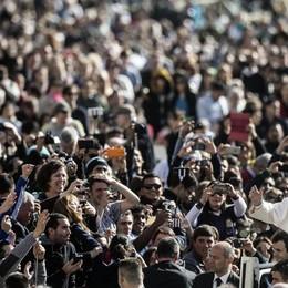 L' umiltà di Bergoglio  che spezza le catene