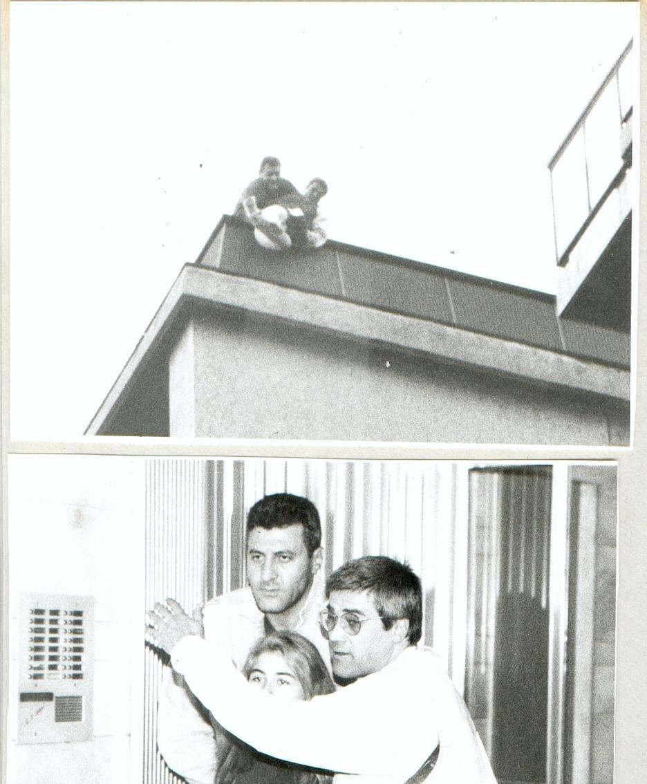 Elio Carminati mentre salva una donna che voleva buttarsi dal tetto