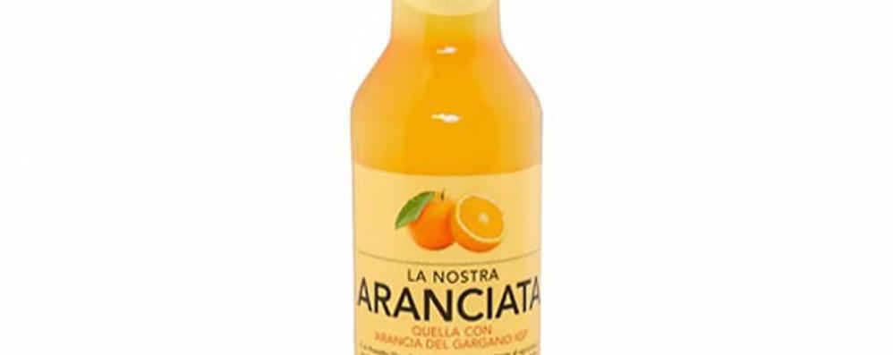«Possibile rottura della bottiglia di vetro» Carrefour richiama l'aranciata Lurisia