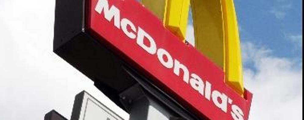 McDonald's, nuova apertura a Curno Si ordina dal tavolo. E c'è anche il McDrive