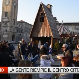 Bergamo, tanta gente per le bancarelle e i mercatini di Santa Lucia