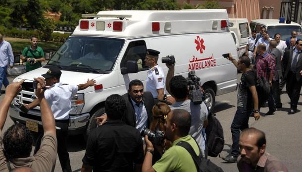 Papa prega per morti cattedrale Egitto