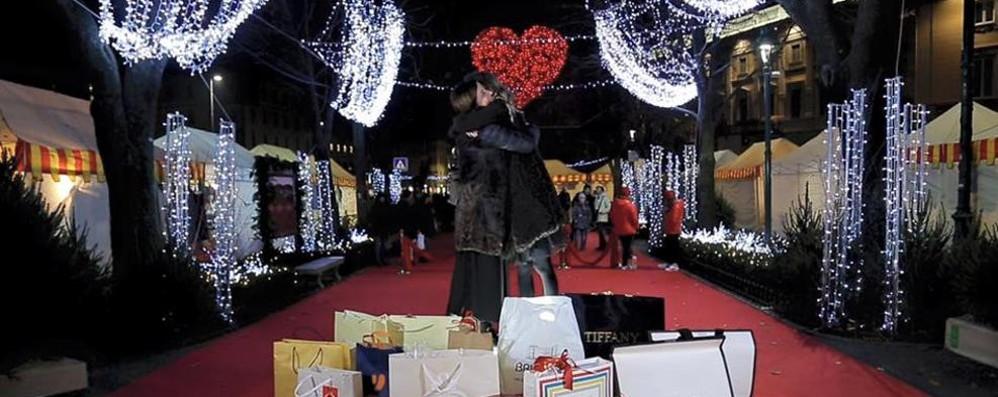 Abbraccio di Natale in centro e Città Alta Partecipa e vinci una cena da «Vittorio»