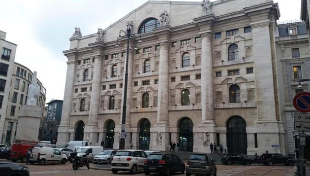Borsa: Milano apre a -0,43%