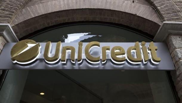 Unicredit,svaluta 12 mld in trimestre