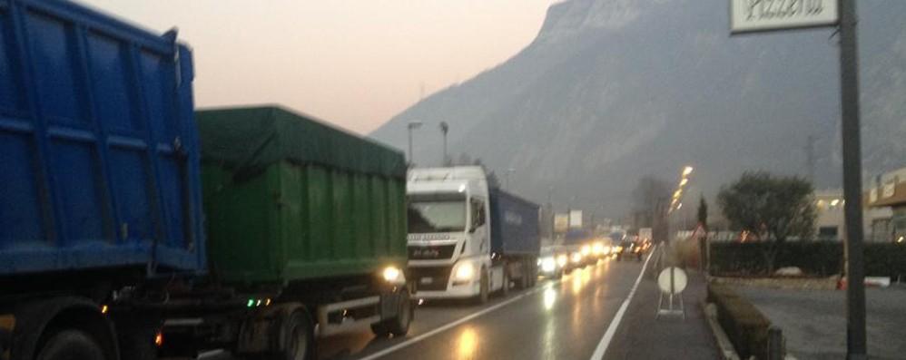 Ecco come evitare code e traffico Riaperta la Galleria Montenegrone