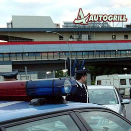 Colpo all'autogrill dell'A4  Spari in aria e fuga da film