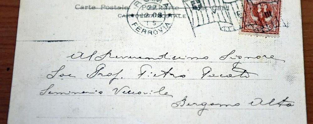 Cravatta di Mattarella e cartolina  del Papa Rarità all'asta (benefica) del «Pesenti»