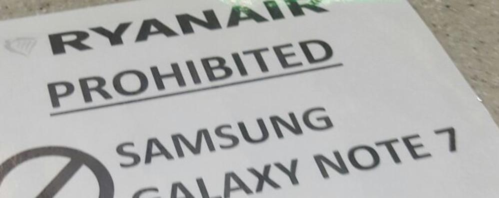 Divieto d'imbarco sui voli Ryanair per l'esplosivo Samsung Galaxy Note 7