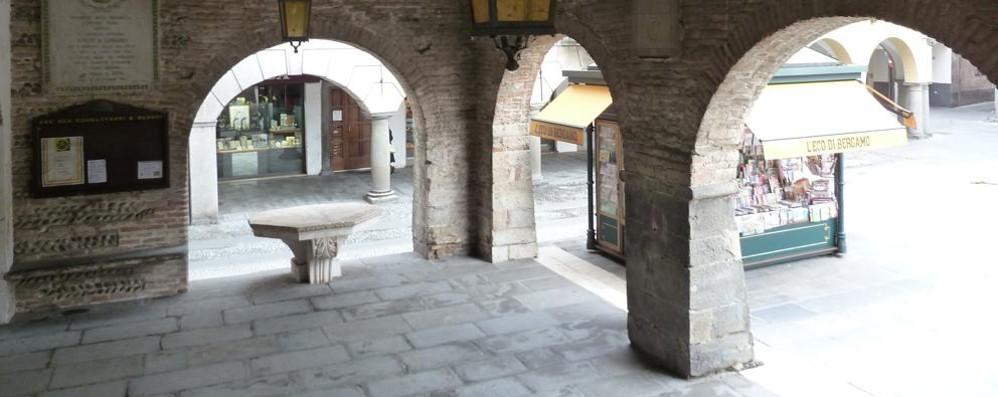Romano inaugura «Gypsum» L'arte di Oldani tra medaglie e gessi