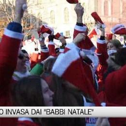 Bergamo invasa da centinaia di Babbi Natale