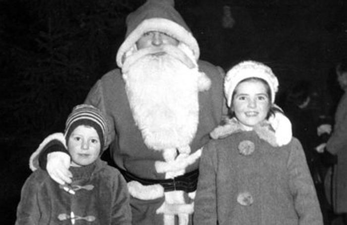 Foto ricordo con Babbo Natale sul Sentierone