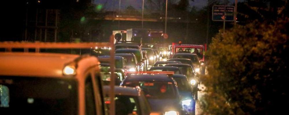 Traffico, shopping e incidenti Sull'Asse si viaggia a passo d'uomo