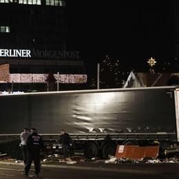 12 morti e 48 feriti a Berlino - foto/video Il Tir aveva effettuato il carico in Brianza