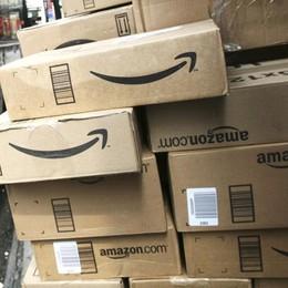 Amazon manda in tilt le Poste Lettere a rilento, regali a rischio