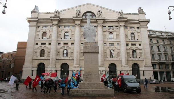 Borsa: Milano apre sulla parità