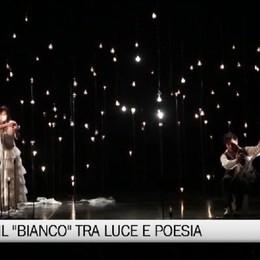 Luce e poesia. Al Sociale Bianco su bianco di Finzi Pasca
