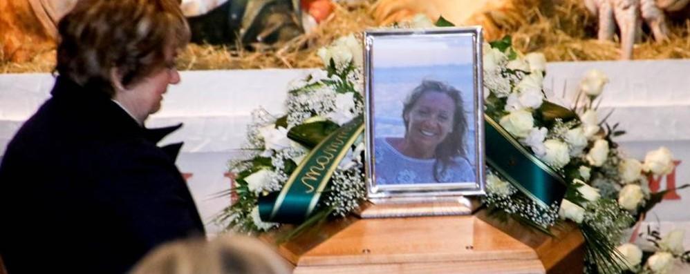 L'ultimo saluto a Daniela Roveri «Sei qui con noi, non è un addio»