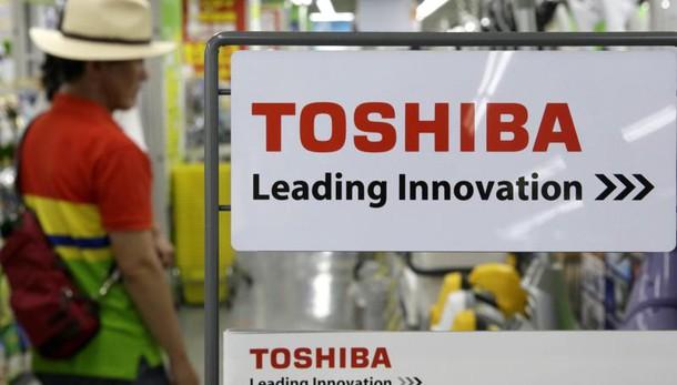 Svalutazioni Usa,Toshiba crolla in Borsa