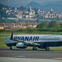Forte vento su Catania Dirottato il volo da Orio