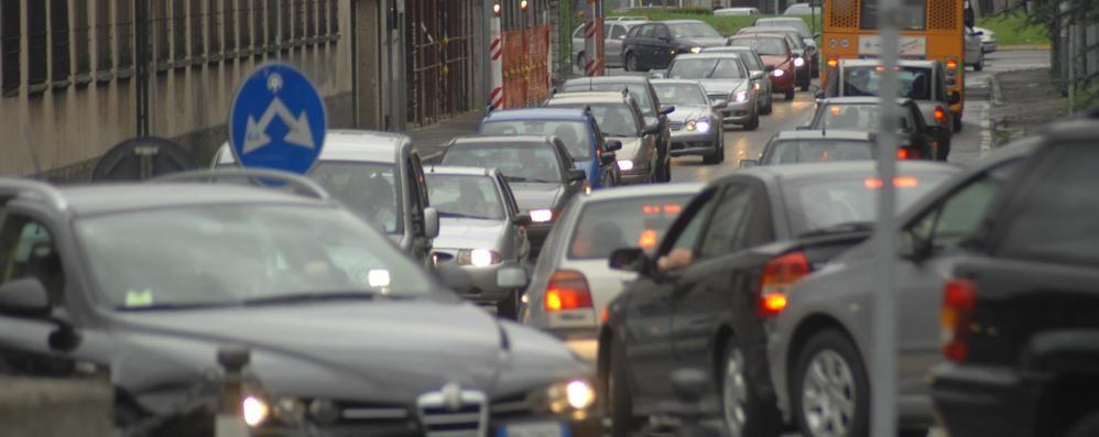 Super traffico in città e provincia Chiusa la Galleria di Montenegrone