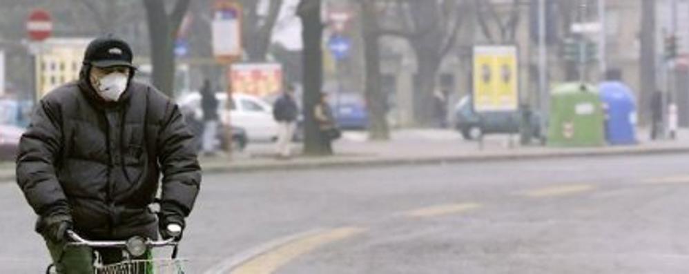 Smog sempre più alle stelle a Bergamo Pronto lo stop a stufe e auto inquinanti