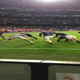 Cristiano Ronaldo lancia la maglia a bambino bergamasco
